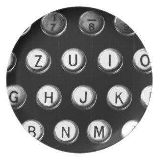 Schreibmaschinentasten Teller