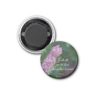 Schrift des rosa Blumenlob-runde Magnet-w/KJV Runder Magnet 3,2 Cm