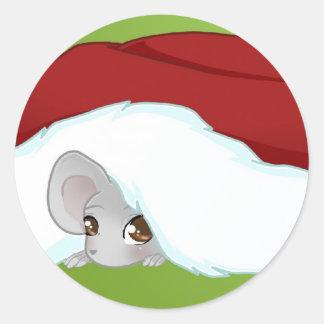 Schüchterne Weihnachtsmaus Runder Aufkleber