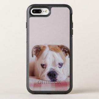 Schüchterner englischer Bulldoggen-Welpe OtterBox Symmetry iPhone 8 Plus/7 Plus Hülle