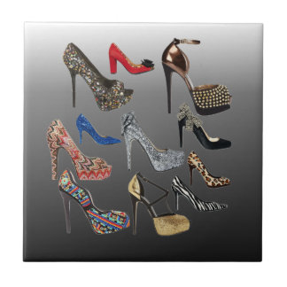 Schuh-fertigen hohe Heels-Collage besonders an Fliese