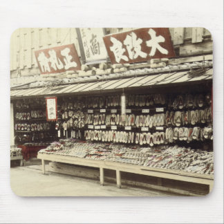 Schuhgeschäft in Kyoto, c.1890 (Hand-farbiges Mousepad
