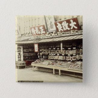 Schuhgeschäft in Kyoto, c.1890 (Hand-farbiges Quadratischer Button 5,1 Cm