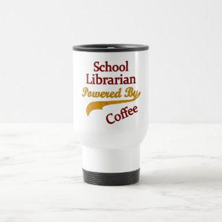 Schulbibliothekar angetrieben durch Kaffee Reisebecher