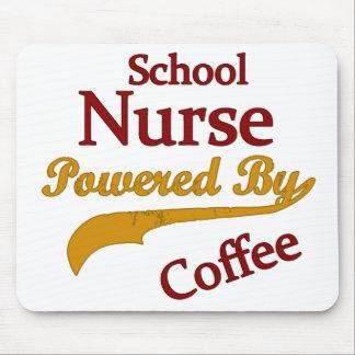 Schulkrankenschwester angetrieben durch Kaffee Mousepad