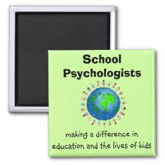 Schulpsychologen, die ein Unterschied-Magneten Quadratischer Magnet