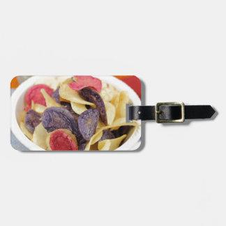 Schüssel der Mischkartoffelchip-Nahaufnahme Kofferanhänger