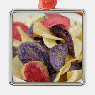 Schüssel der Mischkartoffelchip-Nahaufnahme Quadratisches Silberfarbenes Ornament
