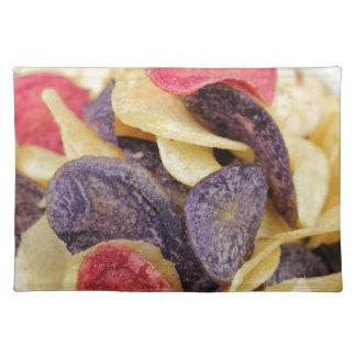 Schüssel der Mischkartoffelchip-Nahaufnahme Tischset