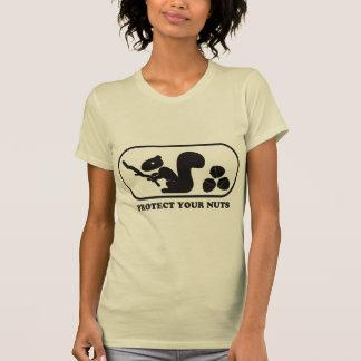 Schützen Sie Ihre Nüsse - gegangenes Mädchen T-Shirt