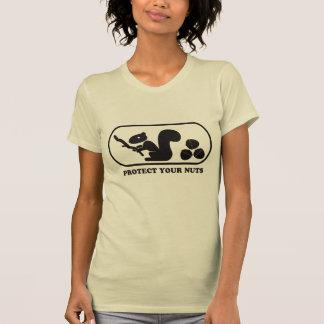 Schützen Sie Ihre Nüsse - gegangenes Mädchen Hemd