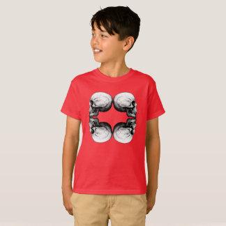 Schützende Schwarzweiss-Knochen des T-Shirt