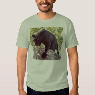Schwarz-Leopard auf Felsen t Tshirt