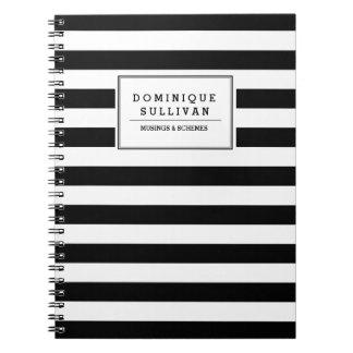 Schwarz u. Weiß Stripes personalisiertes Notizbuch