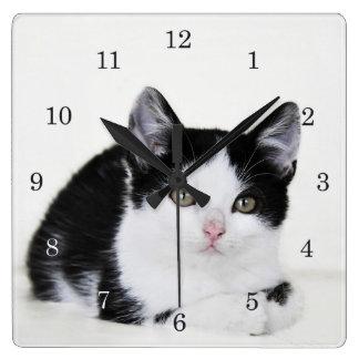Schwarz-weiße durchdachte Kätzchen-Wand-Uhr Wanduhren