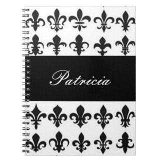Schwarz-weiße Fleur Muster-Druck-Typografie Spiral Notizblock
