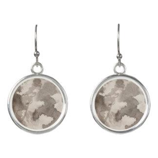 Schwarz-weiße graue graue Mondmustertinte spritzt Ohrringe