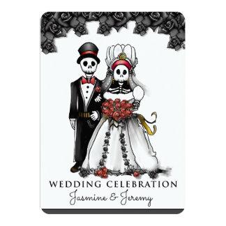 Schwarz-weiße rote Skeleton Paare Halloweens Karte