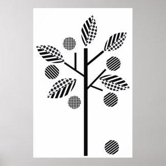 Schwarz-weißer Baum auf weißem Poster