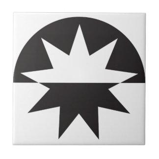 Schwarz-weißer Deko-Stern-Sonnendurchbruch Keramikfliese