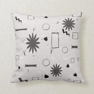 Schwarz-weißes abstraktes Kissen