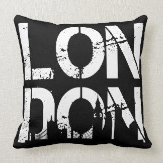 Schwarz-weißes beunruhigtes London und berühmte Kissen