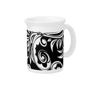Schwarz-weißes Blumenpaisley-Muster Getränke Krug