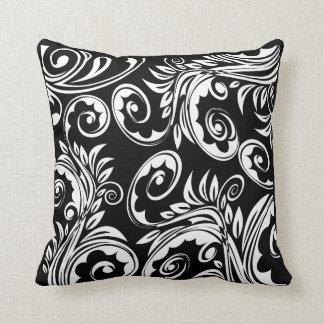 Schwarz-weißes Blumenpaisley-Muster Zierkissen