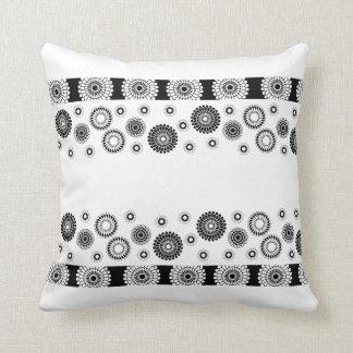 Schwarz-weißes Kreisethrow-Kissen Kissen