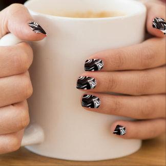 Schwarz-weißes Marbleized Muster, Minx-Nagel Art. Minx Nagelkunst