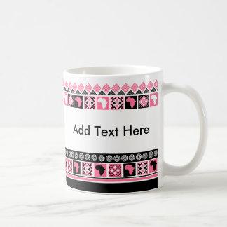 Schwarz-weißes und rosa Kente Muster-afrikanischer Kaffeetasse