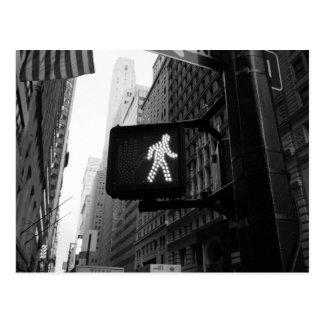 Schwarz-weißes Weg-Zeichen Manhattans New York Postkarte