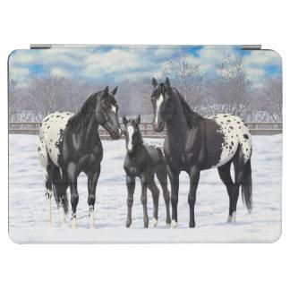 Schwarze Appaloosa-Pferde im Schnee iPad Air Hülle