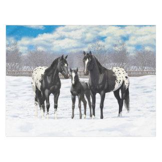 Schwarze Appaloosa-Pferde im Schnee Tischdecke