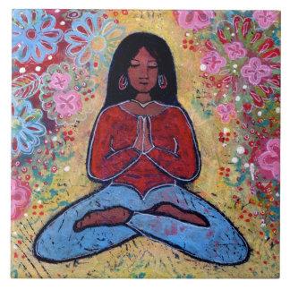 Schwarze behaarte Yoga-Mädchen-Fliese Fliese