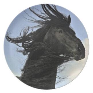 Schwarze friesische Pferdeporträt-Platte Flache Teller