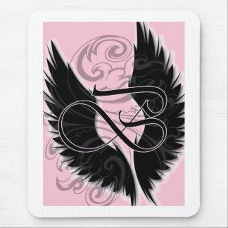 Schwarze gotische Schrift des Flügel-Monogramm-B Mauspad