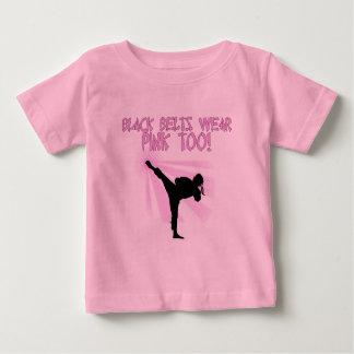 Schwarze Gürtel tragen Rosa auch! Baby T-shirt