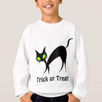Schwarze Katze des Tricks oder der Leckerei mit Sweatshirt