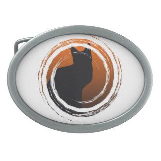 Schwarze Katze Halloweens im gewundenen Entwurf Ovale Gürtelschnalle