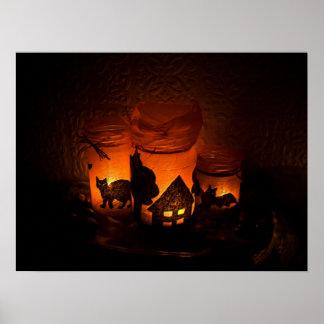 Schwarze Katze Halloweens mit Himmelskörpern und Poster