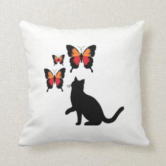 Schwarze Katze und Schmetterlings-Kissen Kissen