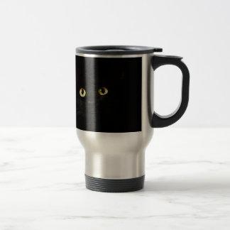 Schwarze Katzen-Ansicht-Katzenaugen-Katze, die Reisebecher