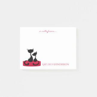 Schwarze Katzen-Silhouette auf rotem Post-it Klebezettel