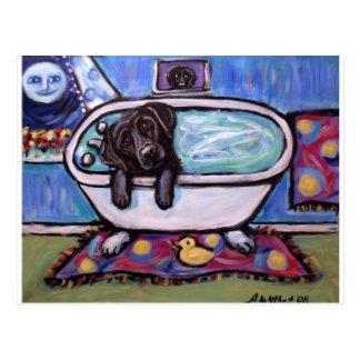 Schwarze Labrador-Badewanne Postkarte