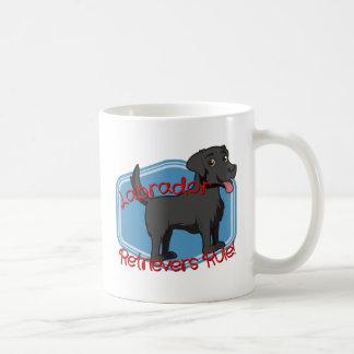 Schwarze Labrador-Retriever-Regel! Kaffeetasse