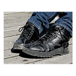 Schwarze Lederstiefel und blaues Jean-Denim Postkarten
