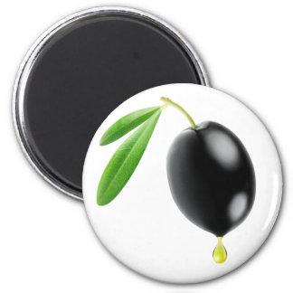 Schwarze Olive mit Tropfen des Öls Runder Magnet 5,1 Cm