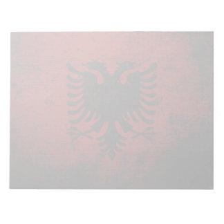 Schwarze Schmutz-Albanien-Flagge Notizblock