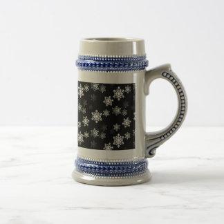 Schwarze Schnee-Flocken-Mitternachtsaufregungen Bierglas